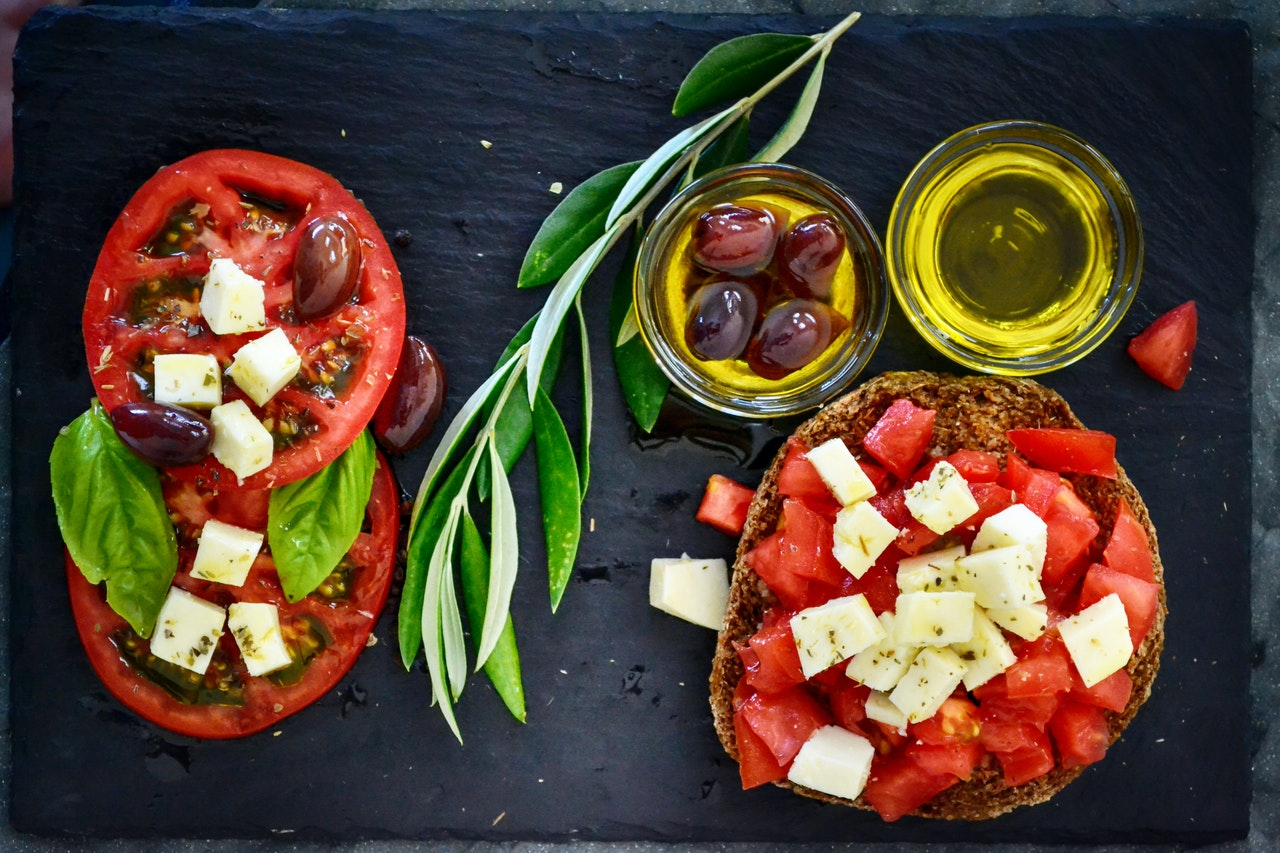 tomatoes cheese olive oil